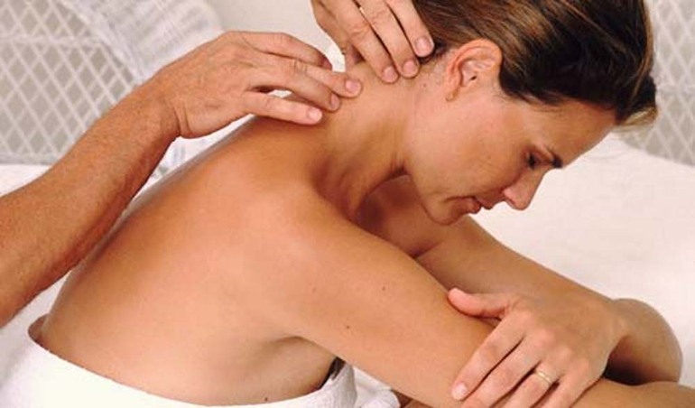 Можно ли делать массаж спины при месячных