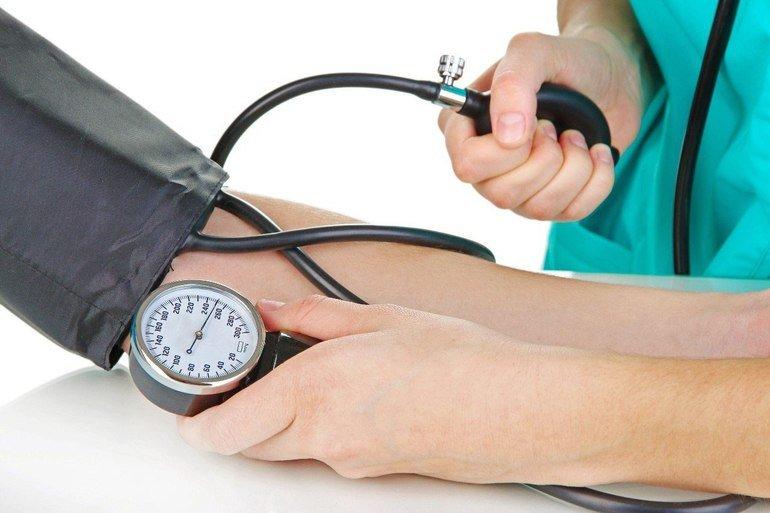 При месячных низкое артериальное давление